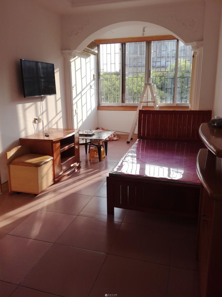 整租三多路4楼1房1厅家具家电齐全1200元/月