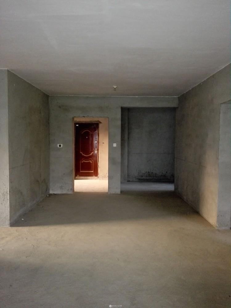秀峰区电梯毛坯房130平米3房2厅2卫售价75万(送一车位)