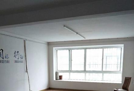 高级技校4房2厅2卫150平米适合办公,配一个车位3000元/月