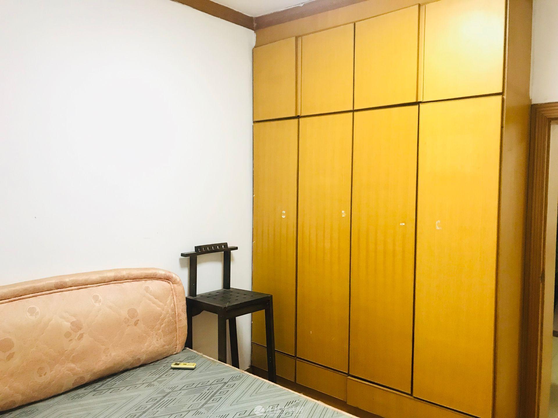 七星区 鸾西一区 简装2房 黄金楼层 68平 性价比高 有天燃气