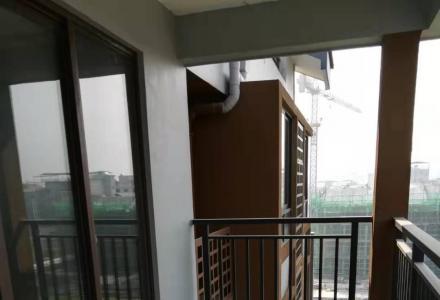 彰泰春天艺墅 5室3厅3卫 大挑高阁楼未隔断 可做办公、培训班场所