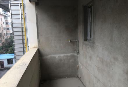 非中介:金元新村三室一厅一卫南北通透明亮釆光,另附一楼的15平米的杂物间