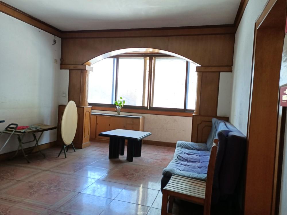 凤东小区读凤集小学2楼带露台2房2厅1卫有杂物间