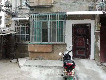 一楼空房 民主路宁远桥头红绿灯附近,2房1厅+1小房和内院,新装修可停车1100元月