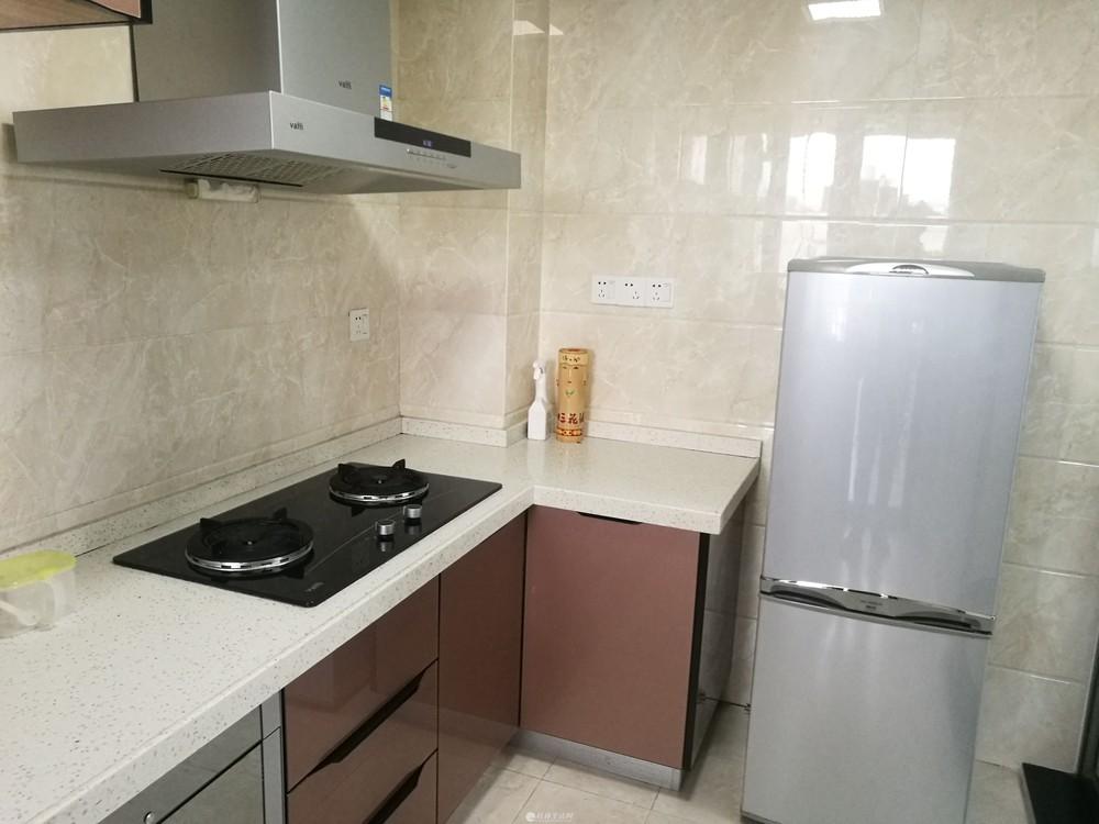 A出租彰泰睿城高档小区电梯10楼,精装修90平,才是3300元