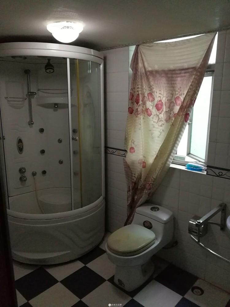 金桂苑 3室2厅2卫 120平米 2200元 交通便捷