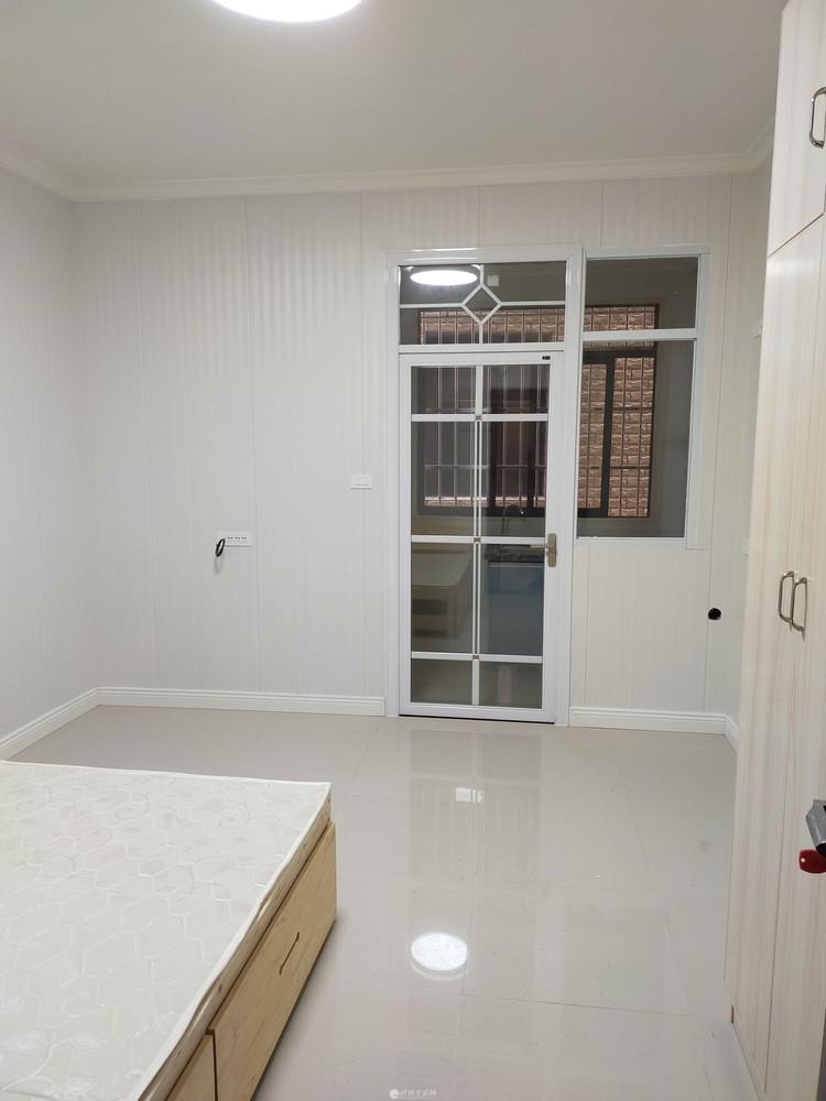 自建公寓楼5层每层单间两套,套间一套,环保竹木纤维板装修配套齐全,单租整租即可。