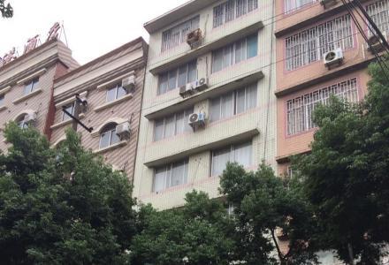 整栋楼出售 桂林北站定江黄金地段(定江派出所旁)整栋楼做宾馆楼房 868平米
