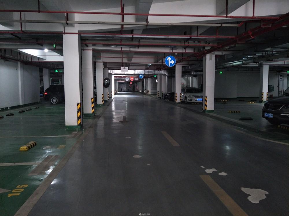 临桂彰泰新城电梯下停车位,随时可看,随时入住。车位地理位置优越,出入方便。