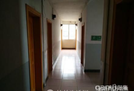 桂林双林公寓:所有房间都含WIFI、宽带网、热水器、衣柜、电脑桌、电风扇