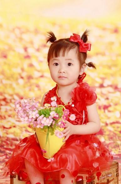 我是王萌萌,是一个活泼开朗的可爱小公主.