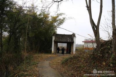 邓氏宗祠的石鼓很雕刻得很精美