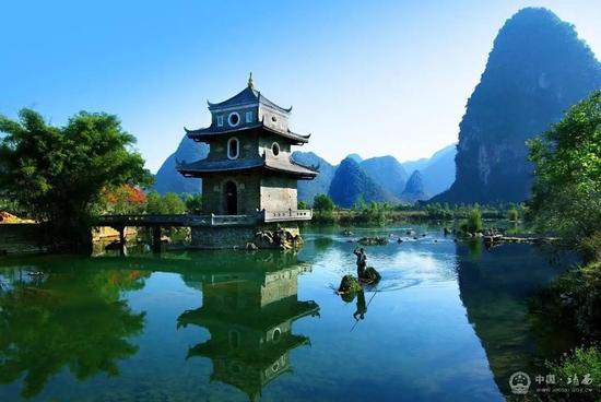 桂林 > 正文     靖西自然风光,民族风情和人文景观名闻遐迩,集自然