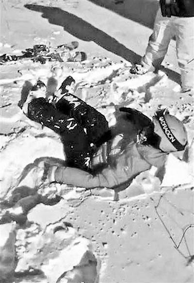 孩子坠落在造雪区,因雪质松软没受伤