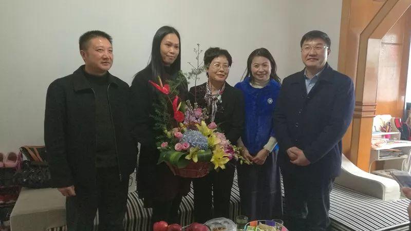 自治区台办主任李东兴到象山区走访慰问困难台属