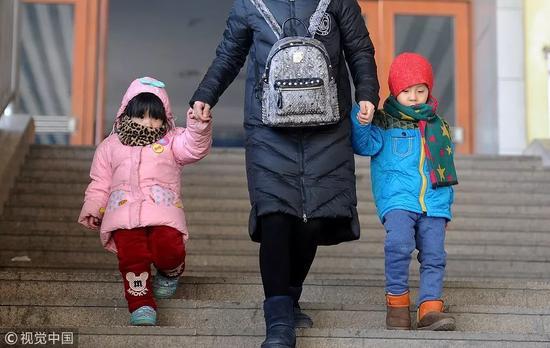 """2012年桂林市总人口_全面二孩""""第2年出生人口为何不升反降"""