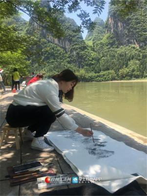 因为地利,白杨会经常带着学生外出到桂林的每个角落进行写生。