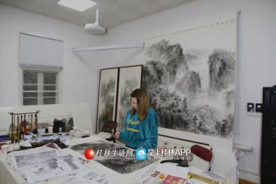 白杨认为,画家的作品一定要具有时代感,让时代为你的画作打下更深的烙印。