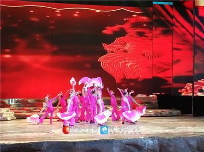 大型歌舞-- 欢聚一堂,演出单位-- 铁路火车头、俏舞媚、马中奇、乐乐舞蹈