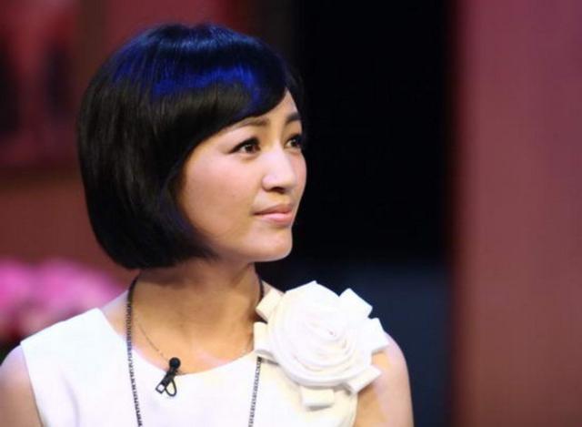 她是陆毅同学,出道多年不红,成功嫁入豪门,今是华谊老板娘!