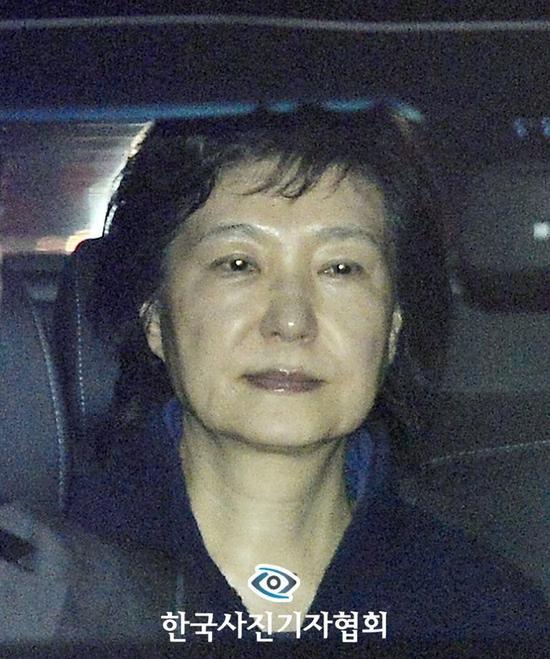 获奖照片《散下刘海的朴前总统》