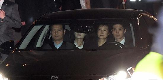 朴槿惠被检方押送至首尔拘留所