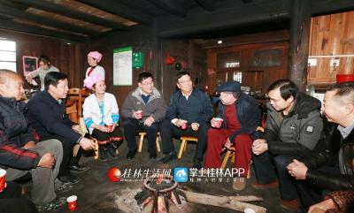 2018年2月7日,赵乐秦来到群众家中看望基层党员和困难群众。桂林日报记者何平江摄