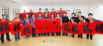 2014年1月26日,赵乐秦给我市劳模代表以及全市人民送上新春祝福。桂林日报记者何平江 摄
