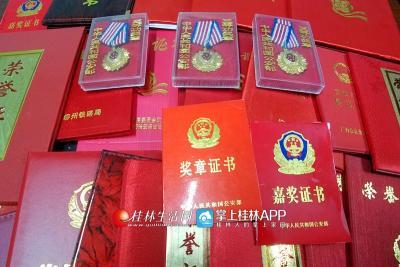 吴联华工作以来所获得的奖章和荣誉证书