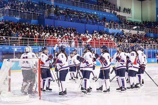 朝韩冰球队。视觉中国 图