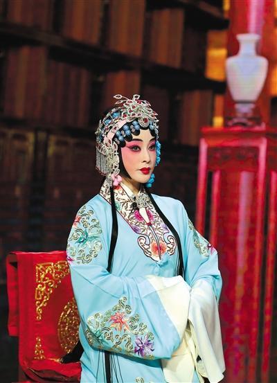 刘晓庆不但挑战了旦角,还首次尝试扮演丑角。