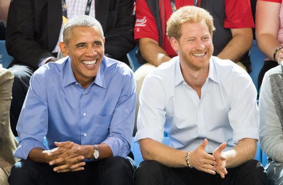 奥巴马(左)和哈里王子