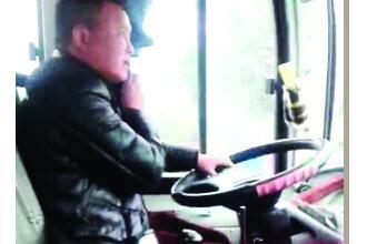 桂林这个班车司机居然一边开车一边吃粉