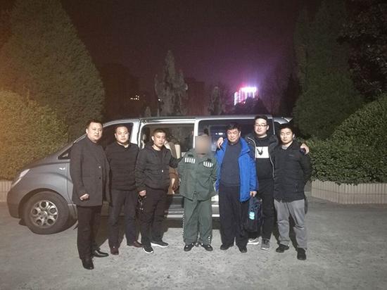 连云港警方抓获犯罪嫌疑人潘某武。 警方供图