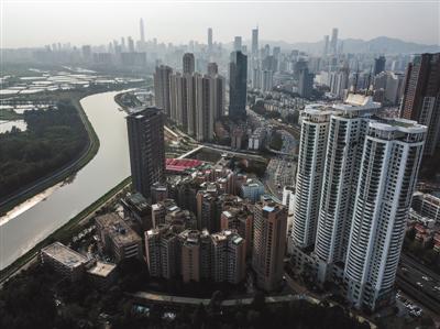 2018年3月15日,现在的渔民村和背后的深圳。新京报记者 浦峰 摄
