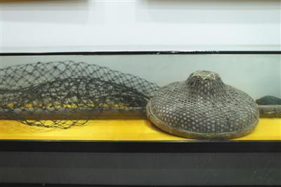 渔民们当年的斗笠和渔网。