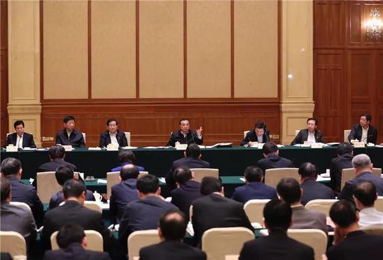 那天的座谈会有11个省份或地级市政府负责人参加,涵盖东、中、西、东北地区。