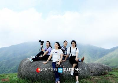 宝盖石还被列为桂林十大高山奇石之一,宝盖山的名称就是来源于宝盖石。而灌阳方面则称此山为宝界山,因此山位于全州蕉江与灌阳新圩的交界线上。