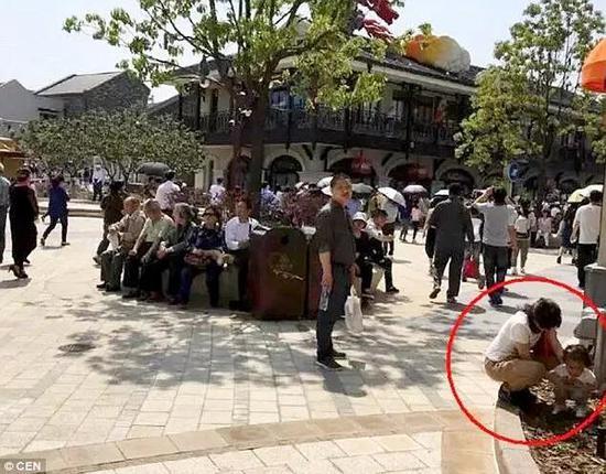 很多网友都说,中国游客真丢人