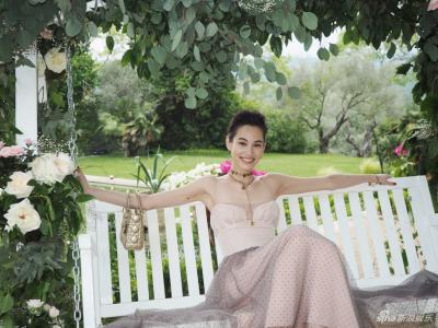 心型的玫瑰拱门、花朵装点的白色秋千,或是历史悠久的墨山城堡,都透露出满满的少女情怀。