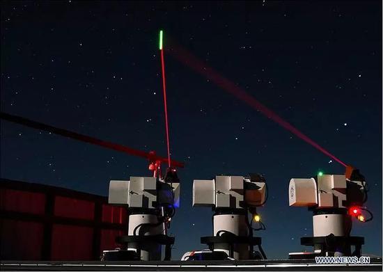 """▲资料图片:西藏阿里的地面站正在与""""墨子号""""进行远距离量子传输实验。(新华社)"""