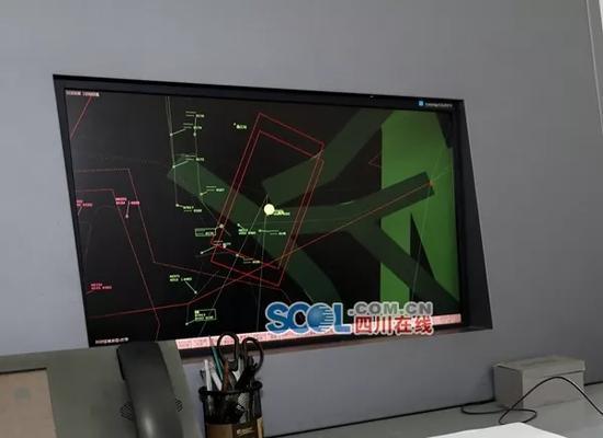"""川航""""英雄机组""""3U8633航班当时飞行航迹图"""