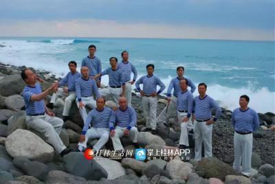 漓江声乐艺术团的成员,非常有范儿。