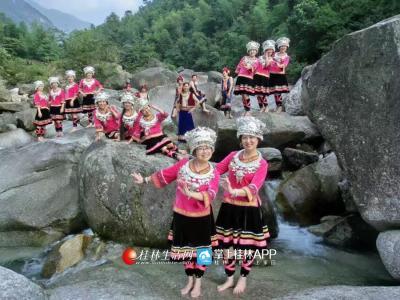 这是漓江声乐艺术团进行歌曲《捶布谣》拍摄。