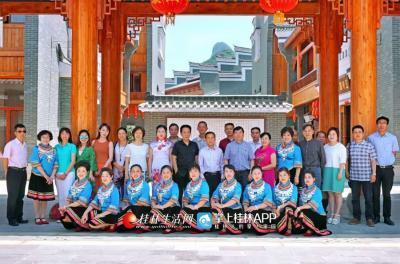 弘扬民族文化,打造地方音乐精品,把桂北文化唱遍中国,唱遍世界。漓江声乐艺术团已经成为桂北文化的窗口,我们也希望他们越来越好。
