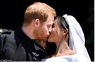 """哈里王子大婚:英国王室""""三连吻""""经典回放(组图)"""