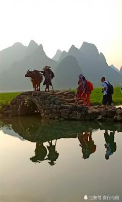 田心村寨子座北朝南,背靠着千姿百态的巍巍群山,是摄影爱好者拍摄田园风光的好地方。