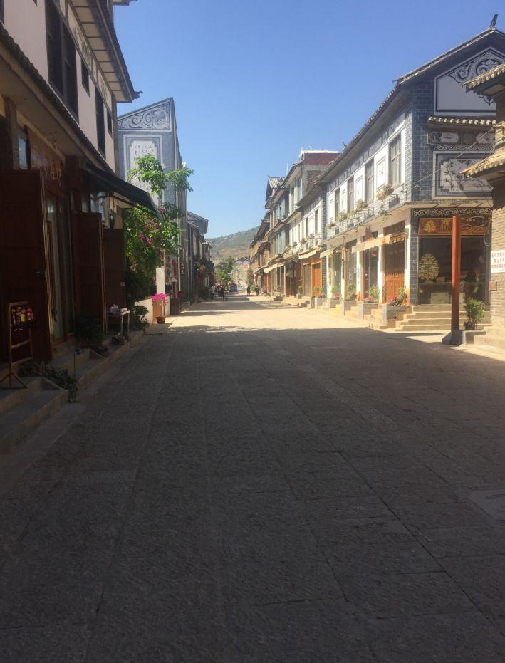 女子卖房辞职在洱海边开客栈遇关停 今古镇变空城