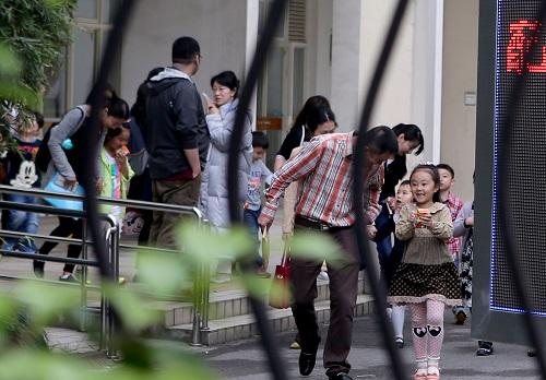 """四五岁就懂核反应堆?外媒称中国""""牛娃简历""""折射家长焦虑"""