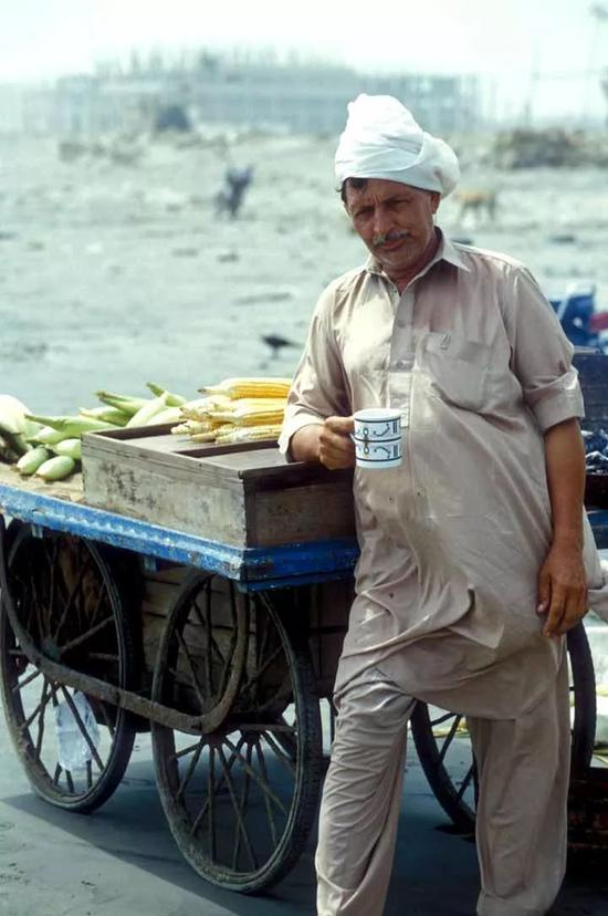 ▲巴基斯坦摊贩 图片来源:维基百科